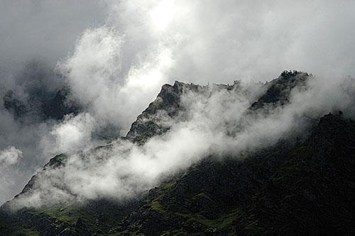 agumbe-mist-on-hills-karnataka-photo-picture.jpg